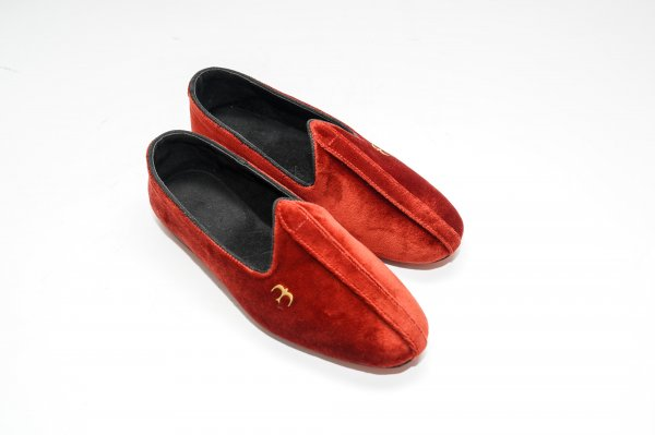 Women Red Juttis